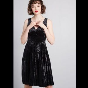 ModCloth Splendorous Spree Velvet Pleated Dress